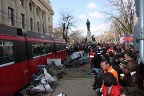 Tragedie în Iaşi: Un tramvai a deraiat, omorând o persoană şi rănind grav alte trei