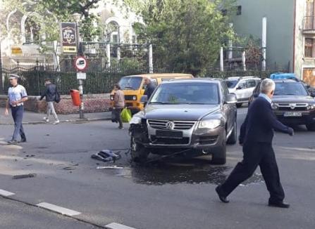 Accident în lanţ lângă Parcul Brătianu, provocat de un şofer de Touareg care n-a dat prioritate (FOTO)