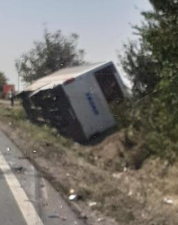 Accident grav pe DN 79, la ieșirea din Nojorid: Un autobuz, o autoutilitară și trei autoturisme s-au ciocnit. Cum s-a petrecut