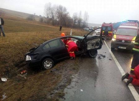 Doi morţi şi trei răniţi într-un accident provocat de un orădean pe DN1, în Cluj. Între victime, logodnica şoferului (FOTO / VIDEO)