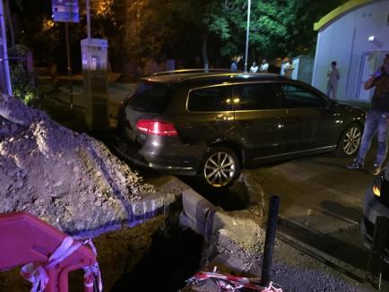 VW versus VW: Un Passat a ajuns în şanţ după ce a fost lovit de un Jetta (FOTO)