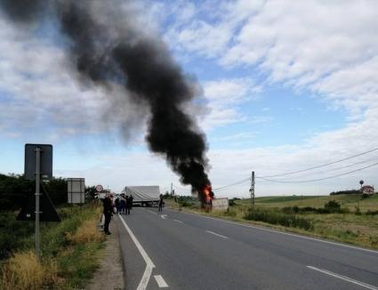 Şoferul de TIR, responsabil pentru accidentul urmat de incendiu lângă Leş. TIR-ul a ars în întregime(VIDEO)