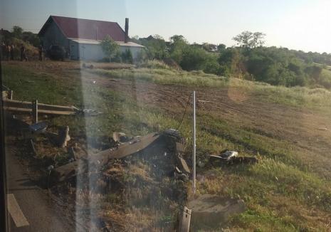 Accident pe DN 79, în Leş: Beat la volanul unui Jeep, un şofer din Pietroasa a rupt o balustradă, s-a izbit de un stâlp electric şi a aterizat în câmp