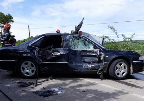 Accident ca-n filme provocat de şoferul unui Audi lângă Marghita: O persoană a fost rănită, un TIR s-a răsturnat în şanţ (FOTO)