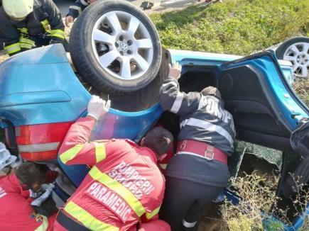 Trei persoane au fost rănite, după ce un bărbat a condus un tractor fără permis: o adolescentă a fost prinsă între fiare