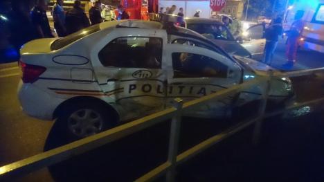 Accident grav pe bulevardul Magheru din Oradea: O şoferiţă a făcut praf o maşină de Poliţie! (FOTO / VIDEO)