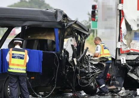 Închisoare cu executare pentru şoferul român care a ucis 3 oameni şi a rănit alţi 5 într-un accident în Ungaria