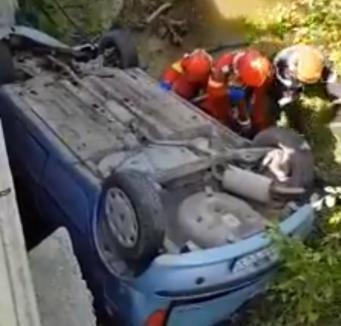 Încă un accident în Leş: Un bărbat a murit după ce maşina s-a răsturnat cu roţile în sus de pe un pod