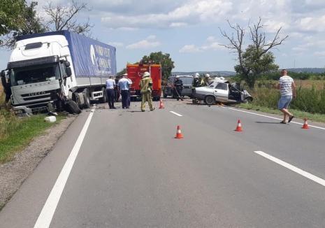 Accident mortal pe DN 79, în apropiere de Aeroportul Oradea: O Dacie s-a lovit de un TIR, trafic blocat!