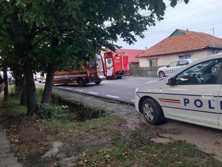 Accident teribil în Uileacu de Criş, cu doi morţi şi şapte răniţi. Impact frontal între un TIR şi un microbuz (FOTO / VIDEO)