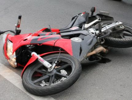 Doi mopedişti, loviţi de o maşină în Girişu de Criş