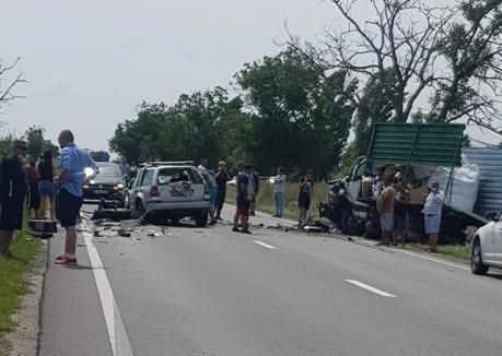 Accident între Oradea şi Nojorid. O persoană a murit, traficul a fost blocat (FOTO)