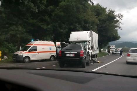 Accident grav între Cluj-Napoca şi Oradea: Şoferul unui SUV a decedat după ce a intrat pe contrasens şi a lovit o autoutilitată (FOTO)