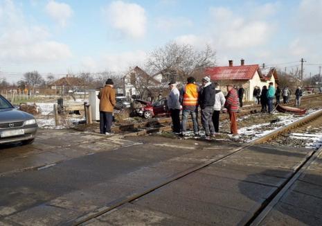 Maşină lovită de tren la Oşorhei: O femeie a murit, un bărbat e grav rănit