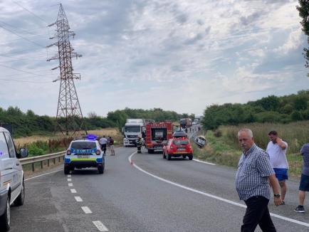 Un nou accident mortal în Bihor: O şoferiţă a murit, după ce un TIR şi un autoturism s-au lovit în Biharia! (FOTO)