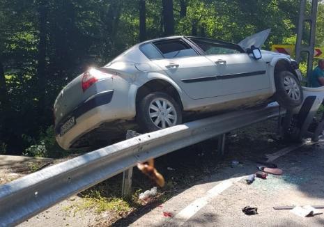 Dinamică șocantă a accidentului în care o tânără însărcinată a rămas fără o mână. Şoferiţei i s-ar fi făcut rău, maşina a rulat răsturnată pe şosea!