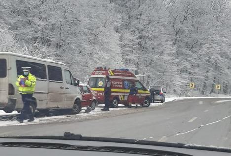 Accident în Bihor: un bărbat a ajuns la spital după ce maşina sa a fost lovită de o autoutilitară lângă Pocola