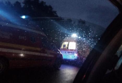 Centura chiar salvează vieţi: O maşină a căzut într-o vale de peste 10 metri, şoferiţa şi pasagera au scăpat fără nicio zgârietură