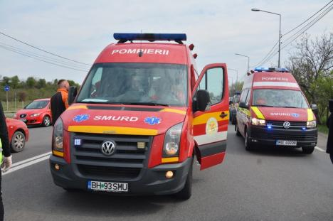 Accident grav pe Borşului, cu trei autoturisme! Două persoane sunt încarcerate, în stare foarte gravă (FOTO / VIDEO)