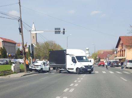 Primarul din Sânmartin, Cristian Laza, a buşit maşina instituţiei şi a ajuns la Urgenţe: 'A fost vina mea în totalitate' (FOTO)