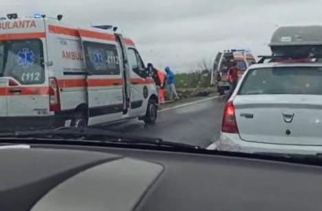 Accident grav pe DN 1, în Bihor: Un tânăr de 22 de ani a fost încarcerat (FOTO)