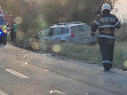 Accident grav în Bihor: două persoane rănite, după ce trei mașini s-au ciocnit la Sălard (FOTO)