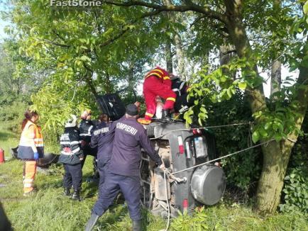 Accident cu trei victime pe DN19 lângă Sălard, una dintre ele încarcerată (FOTO)