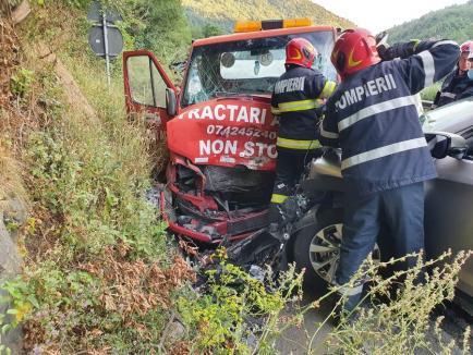 Mașină cu numere de Bihor, implicată într-un grav accident în Sibiu. Un copil de 5 ani, printre victime (FOTO)