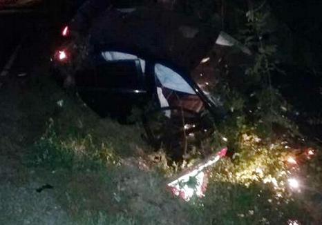 Un BMW s-a izbit de un hidrant şi s-a răsturnat în şanţ pe DN 76 (FOTO)