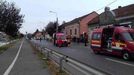 A lovit SMURD-ul! O şoferiţă neatentă a acroşat un echipaj de terapie intensivă mobilă, care se îndrepta spre unitate (FOTO)