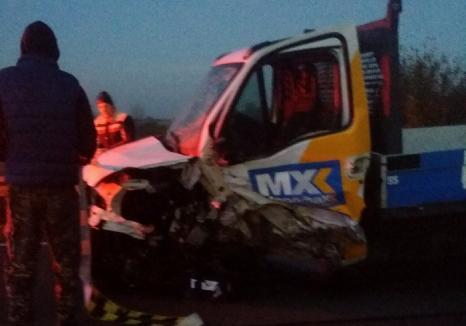Un autoturism s-a izbit de o autoutilitară lângă Valea lui Mihai: O persoană a fost rănită grav, maşinile sunt distruse (FOTO)