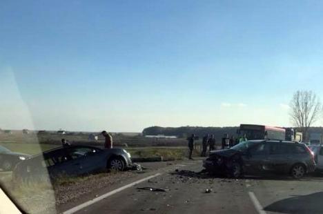 Accident cu şase victime, pe drumul dintre Leş şi Tinca: Printre răniţi, un bebeluş de 5 luni şi un copil de doi ani