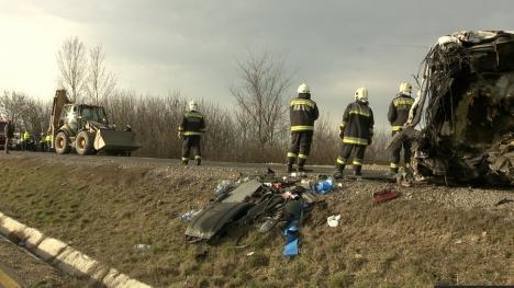 Circulaţie blocată în Ungaria: Două TIR-uri s-au lovit frontal, în apropiere de Vama Borş (FOTO)