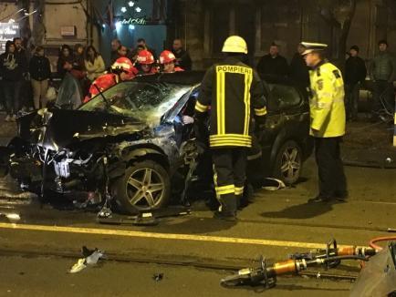 Accident grav pe strada Republicii din Oradea. Șoferul unui Ford Focus a fost descarcerat şi transportat la spital (FOTO/VIDEO)