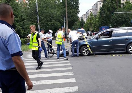 Biciclist acroşat pe strada Transilvaniei de şoferul unei maşini care a virat fără să se asigure. Victima a ajuns la spital cu piciorul rupt