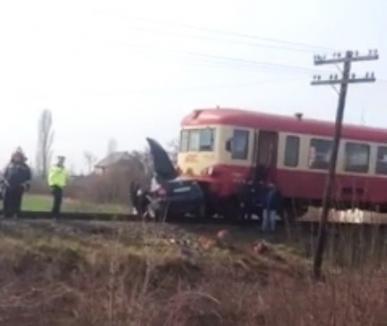 Accident feroviar lângă Marghita: Două persoane au fost încarcerate într-un autoturism