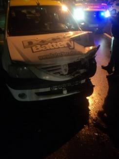 Accident cu două maşini şi un pieton pe strada Universităţii din Oradea: O tânără de 19 ani, în stare foarte gravă (FOTO)