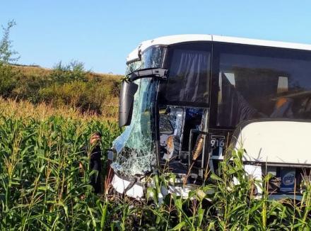 Accident pe DN 1, în Bihor: O persoană a murit, după ce un Mercedes s-a ciocnit cu un autocar între Uileacu de Criş şi Urvind (FOTO)