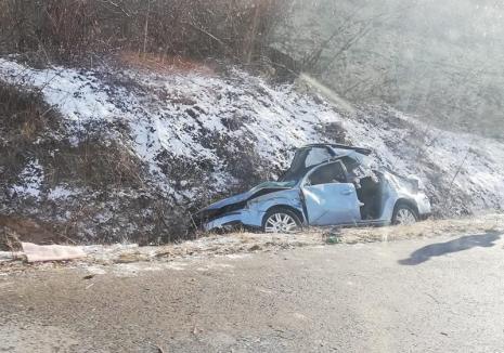 Accident pe DN 76, în Vaşcău: Şoferul unui Ford cu volan pe dreapta a ajuns cu maşina-n şanţ