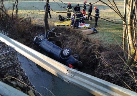Şoferul din Oradea ajuns la spital în stop cardio-respirator după ce a căzut cu maşina într-un pârâu a murit