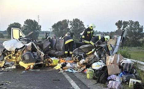 Şapte oameni, printre care un român, ucişi într-un accident aproape de Artand (FOTO)