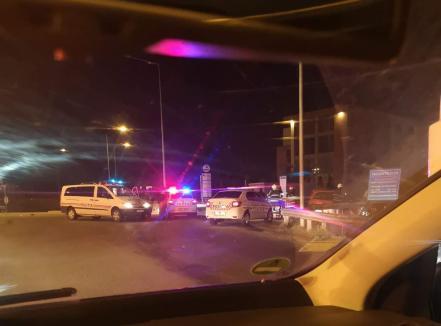 Accident grav pe centura Oradiei: un poliţist rutier a fost luat pe capota unei maşini furate, conduse de un adolescent băut