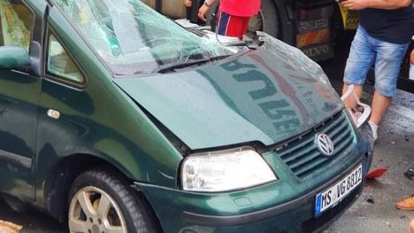 Accident grav pe DN1, la Piatra Craiului: Un Volkswagen Sharan s-a ciocnit de un TIR (FOTO)