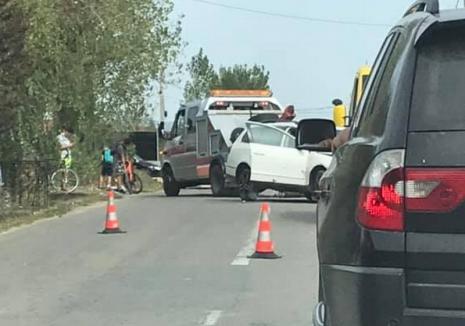 Accident în Sânmartin: trei persoane au ajuns la spital