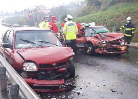 Accidentele rutiere s-au ţinut lanţ în judeţ, din pricina alcoolului: Un bărbat din Oradea a furat Opelul iubitei şi s-a izbit frontal de un Nissan