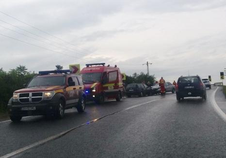 Două accidente cu 7 victime, în mai puţin de jumătate de oră, pe DN19 între Săcueni şi Diosig: Şoferii au derapat din cauza vitezei şi a ploii (FOTO)