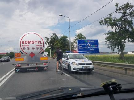 Accident la intrarea în Oradea, pe Calea Aradului. Un biciclist a ajuns la spital cu abdomenul spintecat (FOTO)