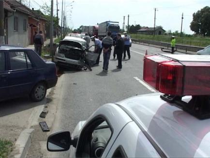 Accident cu două victime pe Centură: Un Logan a făcut praf un Passat (FOTO)