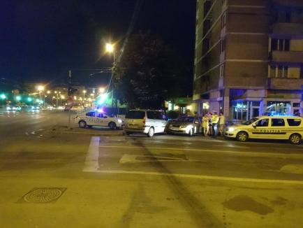 """Intersecţie cu probleme: Două şoferiţe s-au """"pupat"""" lângă podul Dacia (FOTO / VIDEO)"""