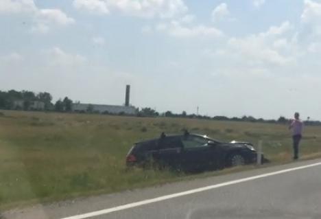 Carambol cu trei maşini pe DN19, lângă Tămăşeu: Trei persoane au ajuns la spital (FOTO)